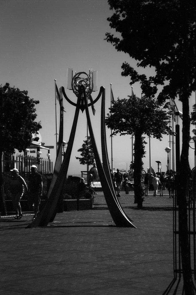 Skulptur auf der Strandpromenade